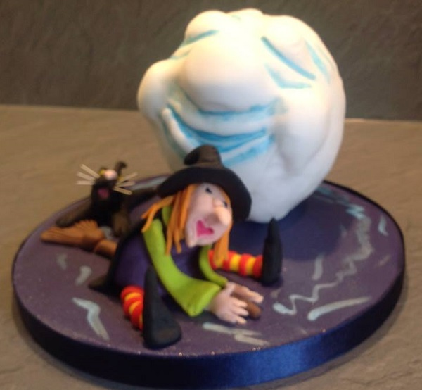 Witch and Main in the Moon Halowe'en cake
